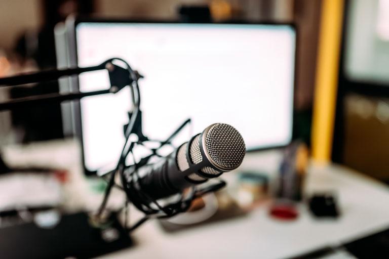 Podcast y micrófono
